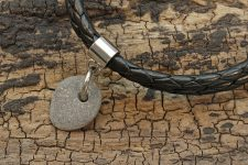 Design Leder Armband FIETE mit Anhänger