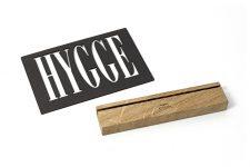 HYGGE Schild – Schriftzug – handgemachte nordische DEKO –  Wohnaccessoire aus Eiche mit GRAVUR