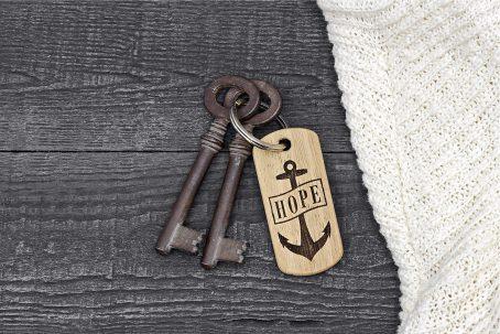 skonida nordic design schlüsselanhänger HOPE glaube liebe hoffnung holz eiche maritim anker gravur
