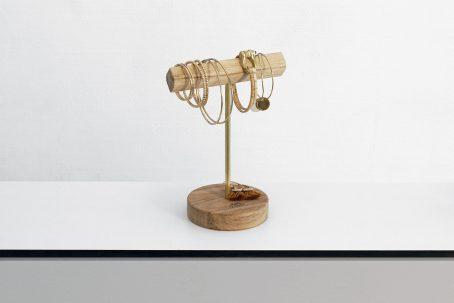 Schmuckständer Schmuckhalter JELLA Schmuckaufbewahrung für große Ohrringe und Armbänder Handmade in Germany Holz Eiche Wildeiche Messing Accessoire Wohnaccessoire Nordic Design Minimalismus Einzigartig