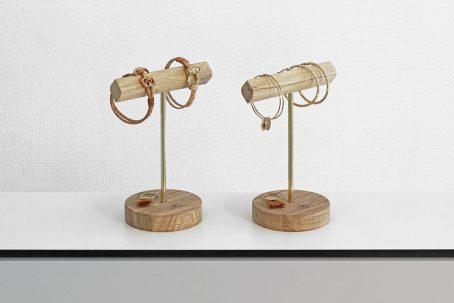 Schmuckständer Schmuckhalter JELLA Schmuckaufbewahrung für große Ohrringe und Armbänder Handmade in Germany Holz Eiche Wildeiche Messing Accessoire Wohnaccessoire Nordic Design Minimalismus Ohrringe Armbänder