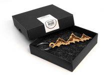 Schlüsselanhänger BERGE aus Holz – Anhänger mit Gravur – Keychain Mountain Eiche Natur – Geschenk für Damen & Herren