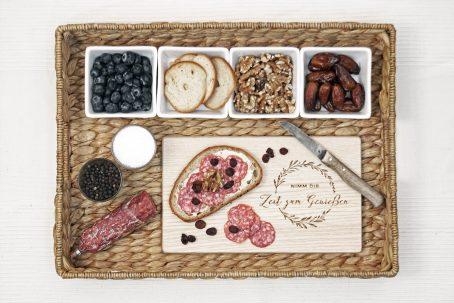 frühstücksbrettchen frühstücksbrett holz jausenbrett brotbrett holzbrett küche küchenbrett mit gravur oliven-kranz