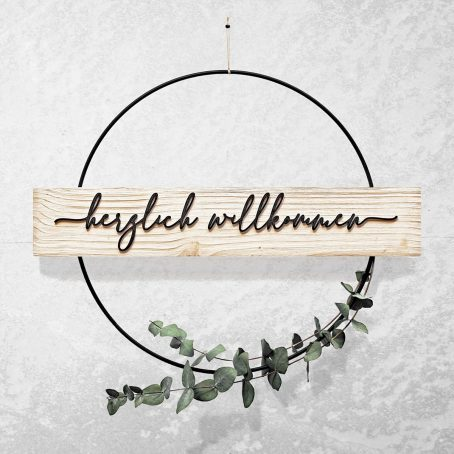 herzlich willkommen türkranz aus Holz und Metallring - willkommensschild modern DIY türdeko zum hängen - wood flower hoop